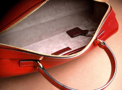 Interior bolso forrado con piel aterciopelada